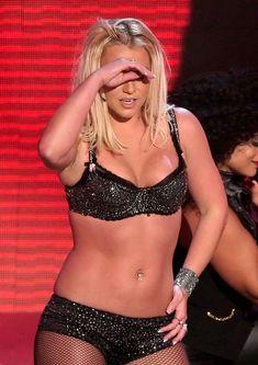 Фигуристая Бритни Спирс в белье на сцене MTV Video Music Awards фото #16