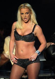 Фигуристая Бритни Спирс в белье на сцене MTV Video Music Awards фото #18