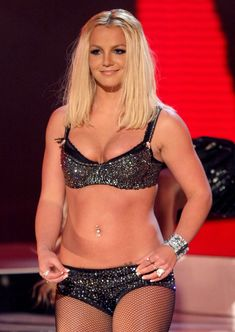 Фигуристая Бритни Спирс в белье на сцене MTV Video Music Awards фото #21