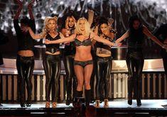 Фигуристая Бритни Спирс в белье на сцене MTV Video Music Awards фото #24