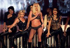 Фигуристая Бритни Спирс в белье на сцене MTV Video Music Awards фото #26