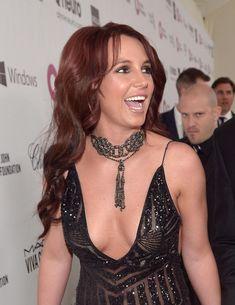 Откровенное декольте Бритни Спирс на Elton John AIDS Foundation Academy Awards Viewing Party фото #1