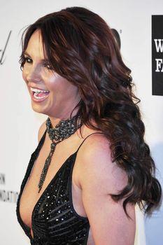 Откровенное декольте Бритни Спирс на Elton John AIDS Foundation Academy Awards Viewing Party фото #2