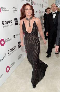 Откровенное декольте Бритни Спирс на Elton John AIDS Foundation Academy Awards Viewing Party фото #7