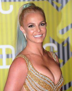Шикарная грудь Бритни Спирс в сексуальном наряде на MTV Video Music Awards фото #1