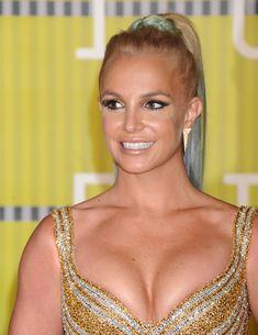 Шикарная грудь Бритни Спирс в сексуальном наряде на MTV Video Music Awards фото #3