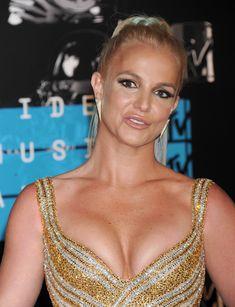 Шикарная грудь Бритни Спирс в сексуальном наряде на MTV Video Music Awards фото #5