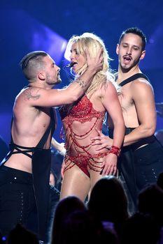 Горячая Бритни Спирс в эротическом наряде на сцене Music Awards Show фото #1
