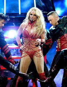 Горячая Бритни Спирс в эротическом наряде на сцене Music Awards Show фото #2