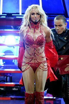Горячая Бритни Спирс в эротическом наряде на сцене Music Awards Show фото #3