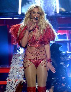 Горячая Бритни Спирс в эротическом наряде на сцене Music Awards Show фото #4