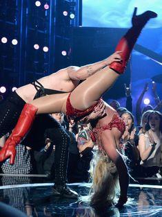 Горячая Бритни Спирс в эротическом наряде на сцене Music Awards Show фото #5