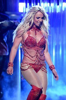 Горячая Бритни Спирс в эротическом наряде на сцене Music Awards Show фото #6