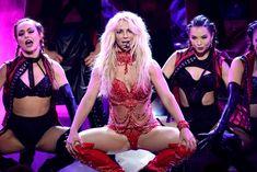 Горячая Бритни Спирс в эротическом наряде на сцене Music Awards Show фото #8