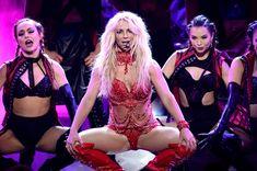 Горячая Бритни Спирс в эротическом наряде на сцене Music Awards Show фото #9