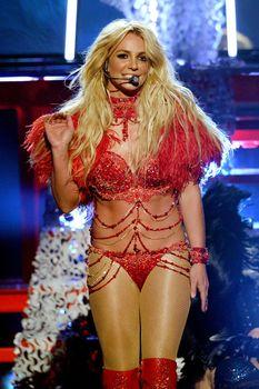 Горячая Бритни Спирс в эротическом наряде на сцене Music Awards Show фото #11