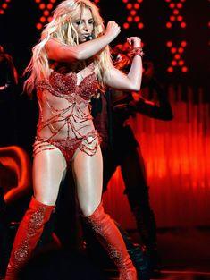Горячая Бритни Спирс в эротическом наряде на сцене Music Awards Show фото #13