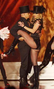 Упругие ягодицы Бритни Спирс в эротических колготках на Bambi Awards Show фото #2
