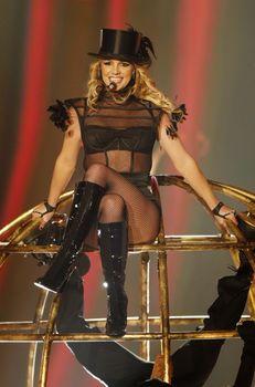 Упругие ягодицы Бритни Спирс в эротических колготках на Bambi Awards Show фото #3