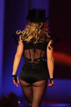 Упругие ягодицы Бритни Спирс в эротических колготках на Bambi Awards Show фото #5