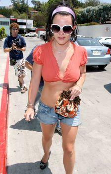Грудастая Бритни Спирс без лифчика в Bel Air фото #2