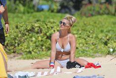Аппетитная Бритни Спирс разминается в бикини на Гавайях фото #10
