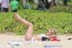 Аппетитная Бритни Спирс разминается в бикини на Гавайях фото #13