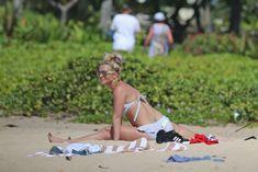 Аппетитная Бритни Спирс разминается в бикини на Гавайях фото #14