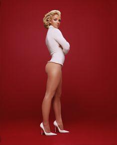 Красивая Бритни Спирс без трусиков для Esquire фото #3