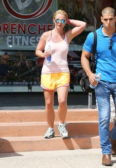 Торчащие соски Бритни Спирс сквозь майку фото #4