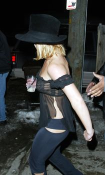 Сексуальная Бритни Спирс в прозрачном наряде на Project Greenlight Party фото #2