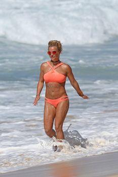 Шикарное тело Бритни Спирс в бикини на Гавайях фото #2