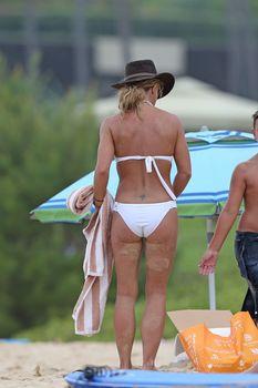 Ковбойский образ Бритни Спирс в бикини на Гавайях фото #6
