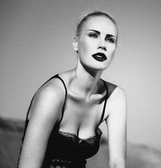Полное обнажение Елены Летучей для откровенной фотосессии фото #6