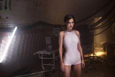 Торчащие соски Елены Темниковой сквозь облегающее боди в клипе «Сумасшедший русский» фото #2