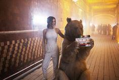 Торчащие соски Елены Темниковой сквозь облегающее боди в клипе «Сумасшедший русский» фото #6