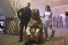 Торчащие соски Елены Темниковой сквозь облегающее боди в клипе «Сумасшедший русский» фото #8