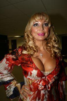 Огромные сиськи Маши Распутиной в сексуальном наряде фото #1