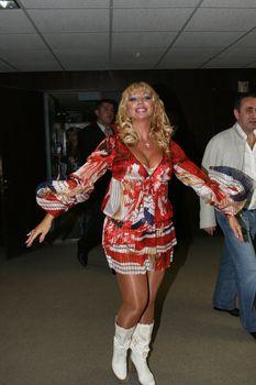 Огромные сиськи Маши Распутиной в сексуальном наряде фото #3