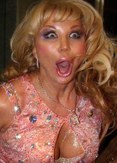 Открытое декольте Маши Распутиной в розовом платье фото #1
