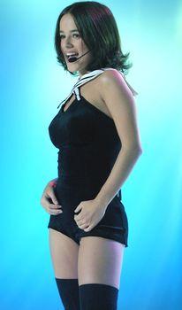 Пышногрудая Ализе в сексуальном наряде на сцене фото #1