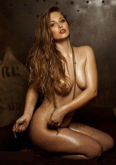 Обнажённая Аглая Шиловская снялась в горячей фотосессии для журнала MAXIM фото #1