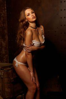 Обнажённая Аглая Шиловская снялась в горячей фотосессии для журнала MAXIM фото #2