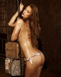Обнажённая Аглая Шиловская снялась в горячей фотосессии для журнала MAXIM фото #3