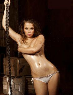 Обнажённая Аглая Шиловская снялась в горячей фотосессии для журнала MAXIM фото #4