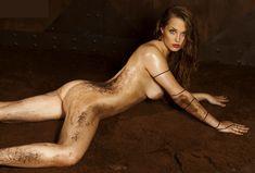 Обнажённая Аглая Шиловская снялась в горячей фотосессии для журнала MAXIM фото #6