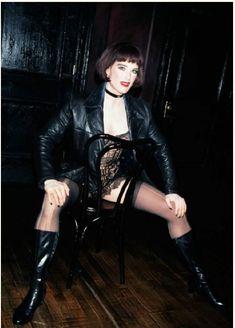 Красотка Брук Шилдс в прозрачном белье раздвигает ножки фото #1
