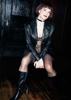 Красотка Брук Шилдс в прозрачном белье раздвигает ножки фото #2
