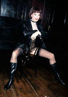 Красотка Брук Шилдс в прозрачном белье раздвигает ножки фото #3