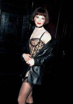 Красотка Брук Шилдс в прозрачном белье раздвигает ножки фото #5